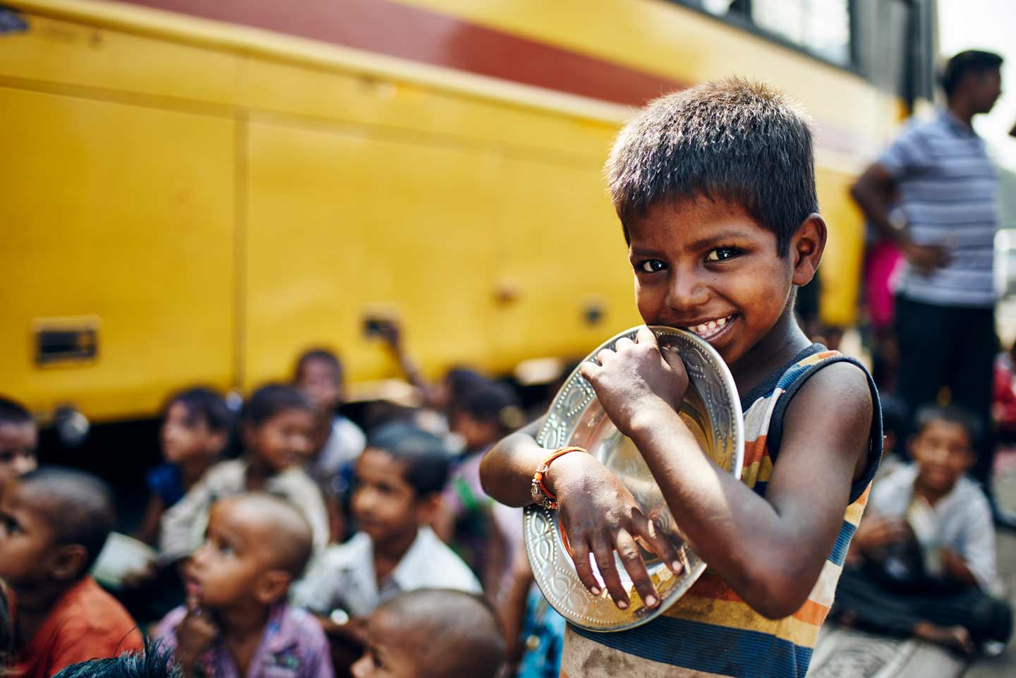 Slum kid by mobile classroom in Mumbai by UK photographer Del Manning